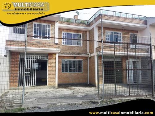 Casa en Venta a Crédito de Dos Locales Comerciales y Dos departamentos Sector Santa Ana-El Valle Cuenca-Ecuador