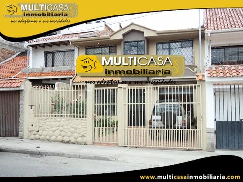 Casa en Venta a Crédito con Dos Locales Comerciales Sector Mercado 27 de Febrero Cuenca-Ecuador