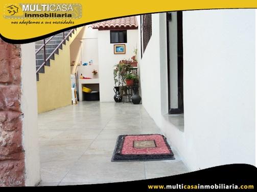 Casa en Venta a Crédito con Dos Locales Comerciales Sector Vía a Llacao Cuenca-Ecuador