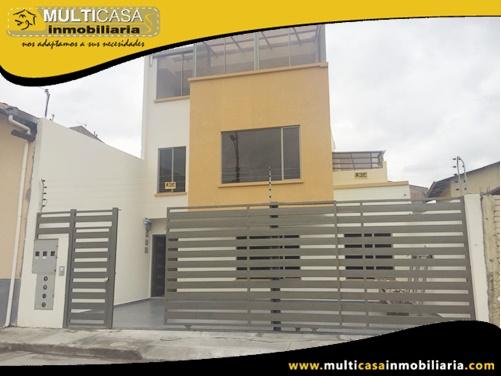 Casa Comercial en Venta a Crédito de Tres Departamentos Sector Gonzalez Suarez Cuenca-Ecuador