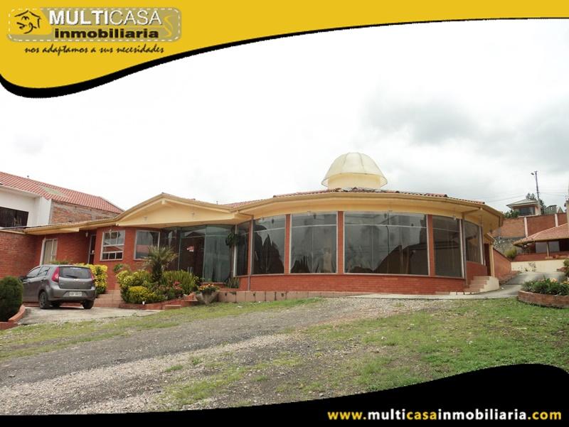 Casa Comercial en Venta a Crédito con tres locales para eventos Sector Sayausí Cuenca-Ecuador