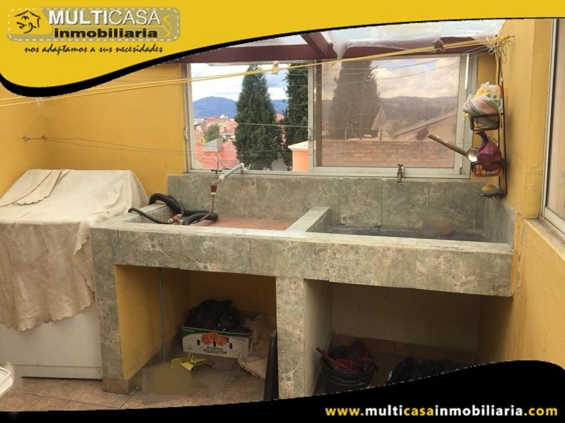 Casa Rentera en Venta de Cuatro Departamentos Independientes Sector Feria Libre Cuenca-Ecuador