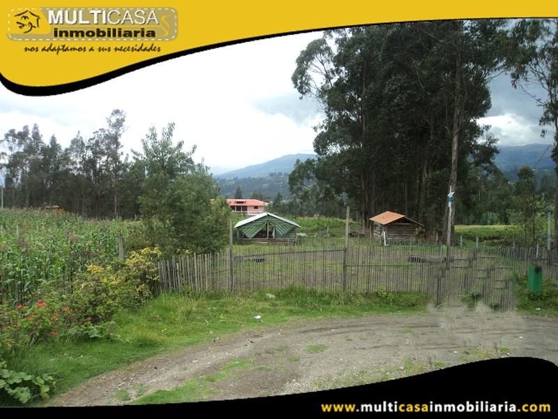 Casa por Terminar de Dos Departamentos con Tres Locales Comerciales  Sector Deleg  Solano - Ecuador