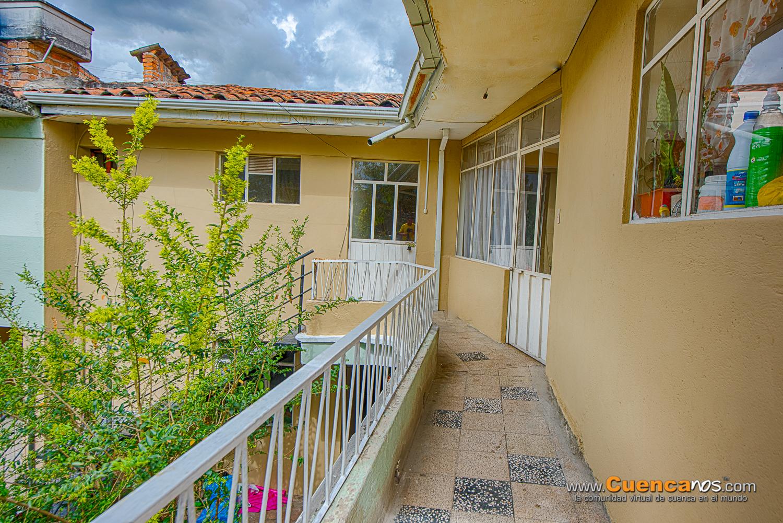 Arriendo Departamento REMODELADO de 3 Dormitorios Sector Iglesia Corazon de Jesus Precio 300 incluye Luz Agua Alicuota Parqueo.