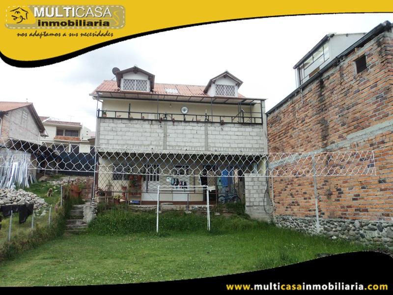 Casa Comercial con Dos Mini Departamentos y Amplio Espacio Verde en Venta a Crédito Sector Uncovia Cuenca-Ecuador