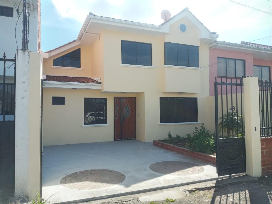 Vendo de Oportunidad Hermosa Casa en Ricaurte