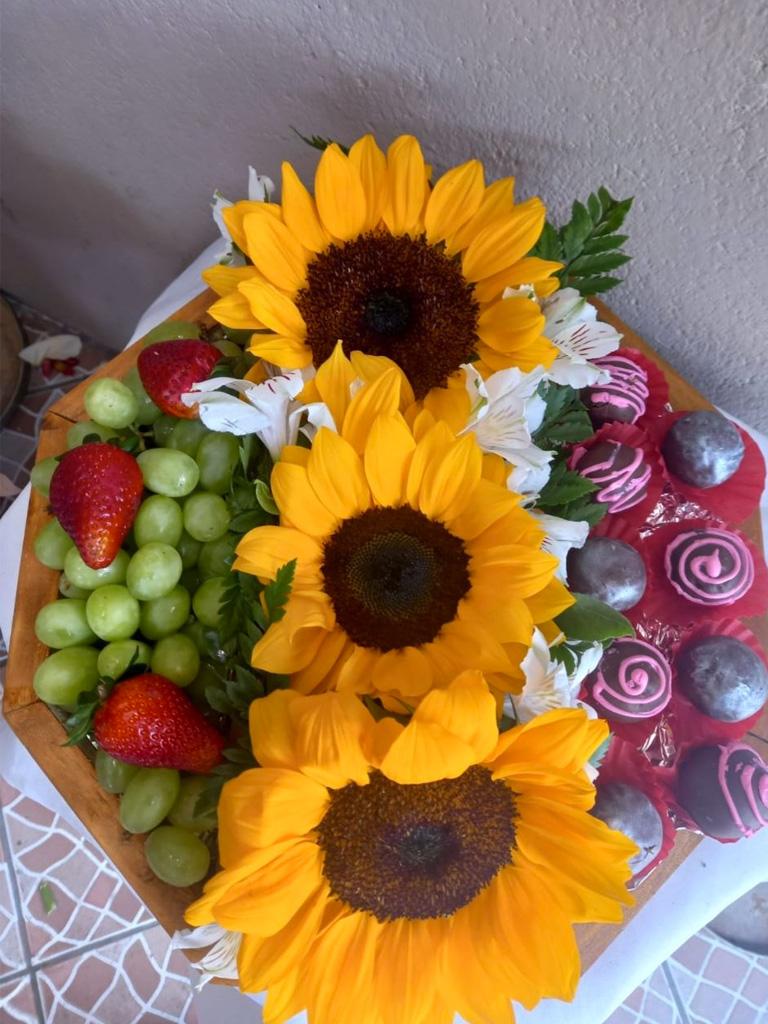 Flores y Algo más