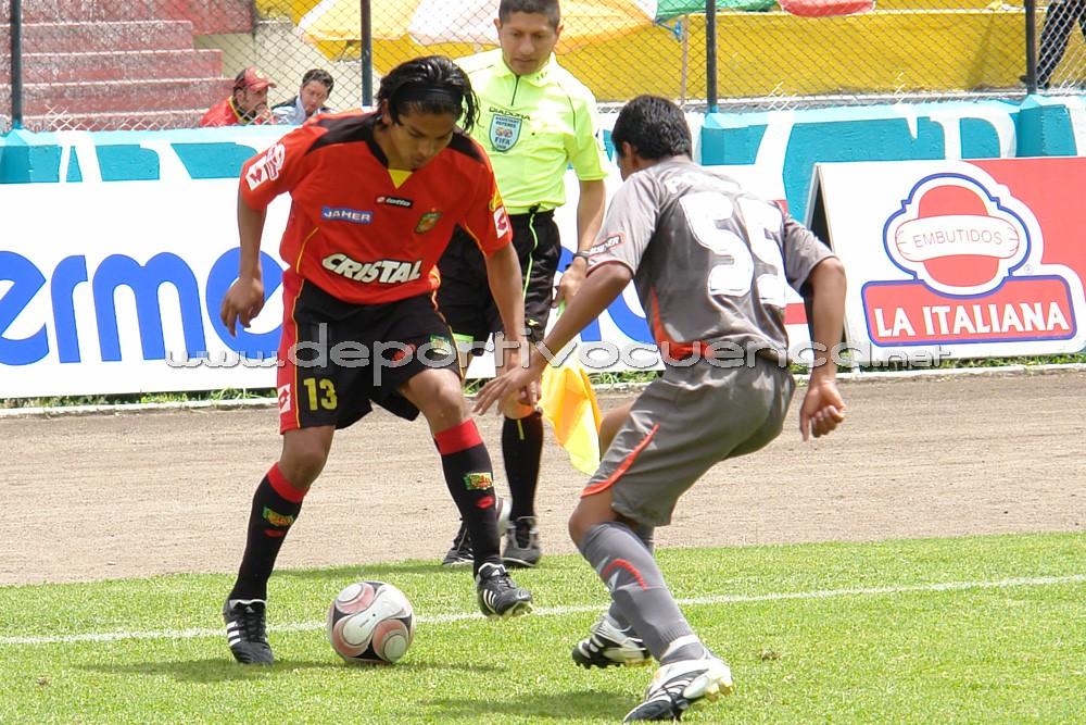 Deportivo Cuenca Vs Liga de Quito .- Liga de Quito se llevó un punto de la capital azuaya, al empatar con Deportivo Cuenca a 0 goles. Es el segundo empate que registra el Expreso Austral en la segunda etapa. El conjunto local manejó el encuentro, pero le faltó definición. Matamoros falló un penal que pudo significar la victoria para el plantel cuencano.