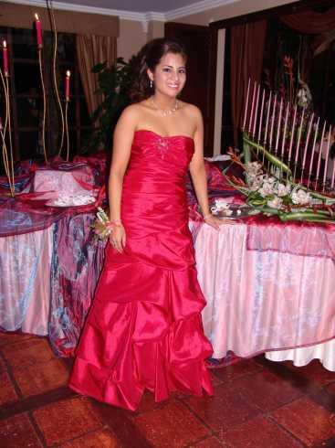 Quince Años Daniela Narvaez .- El vestido fue adiquirio en Davi´s Bridal, Miami