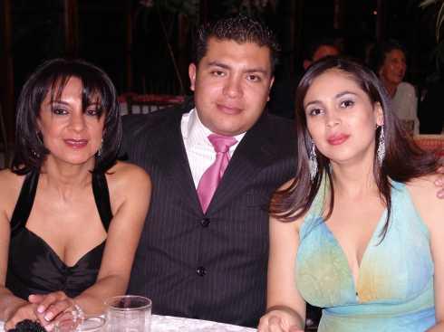 Quince A�os Daniela Narvaez .- Esthela Pilco, Steve Sanchez y Monica Machado