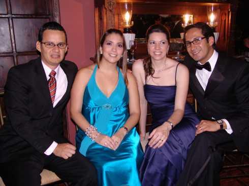 Quince A�os Daniela Narvaez .- Jairo Lusuriaga, Mayra de Lusuriaga, Sussana Passina y Javier Pilco