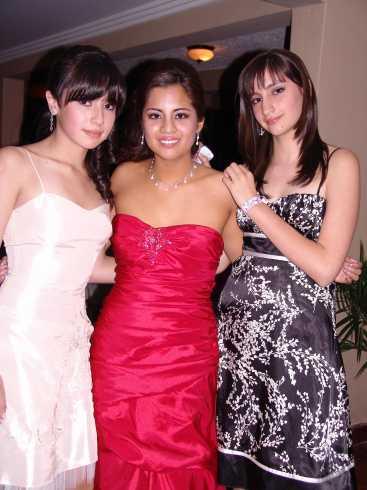 Quince A�os Daniela Narvaez .- Roxana Cordero, Daniela Narvaez y Rocio Arias