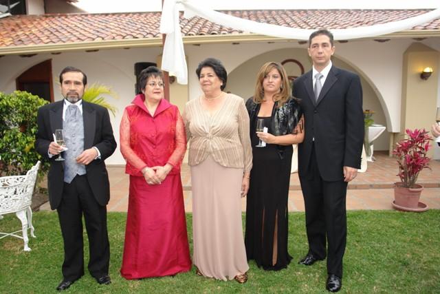 Gerardo Salazar, Ana Lucia Espinoza, Barbara Colonna, Marilda Abascal, Bobby Colonna .-