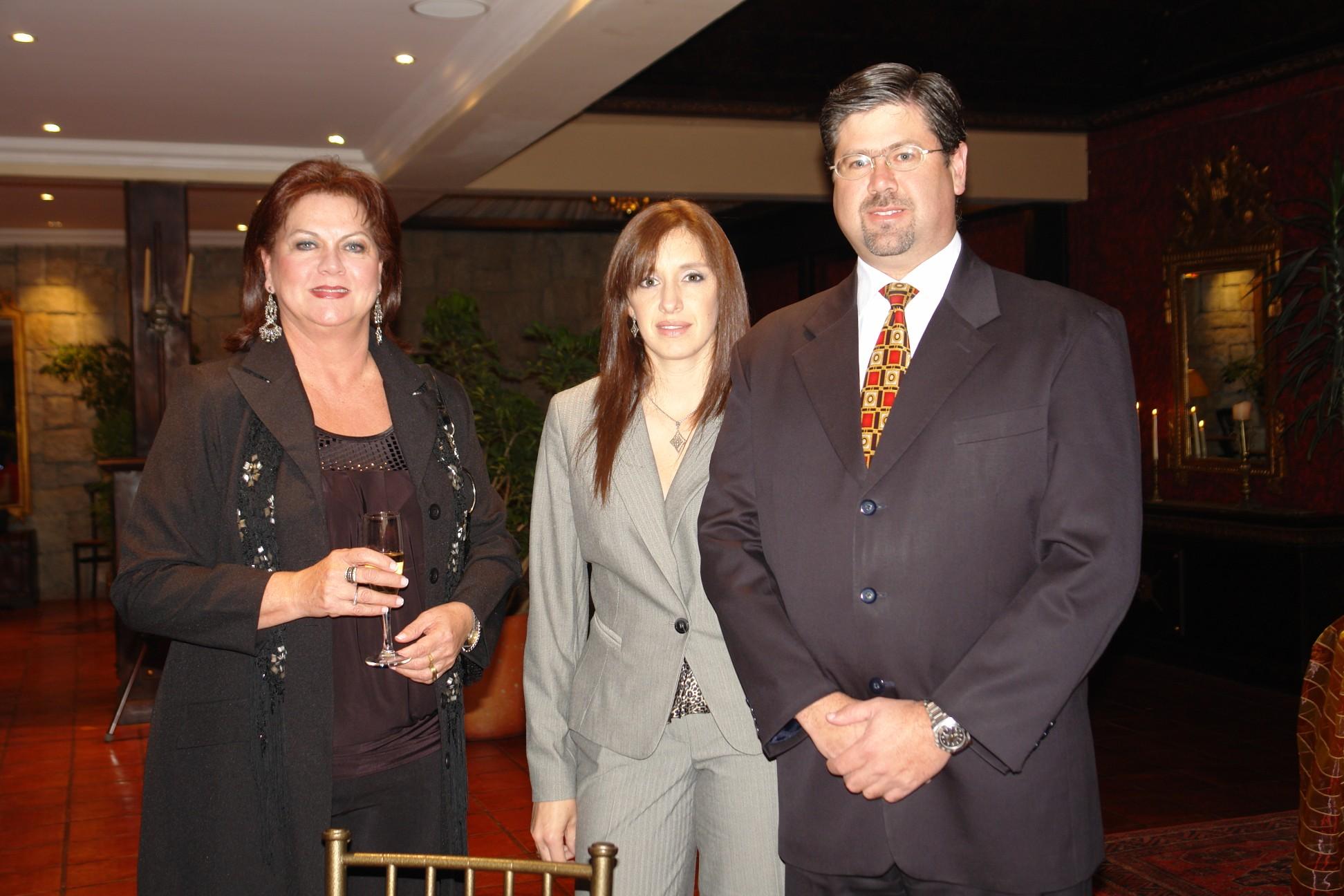 Alejandra Vallejo, Gabriela Vintimilla, Fernando Valdivieso .-