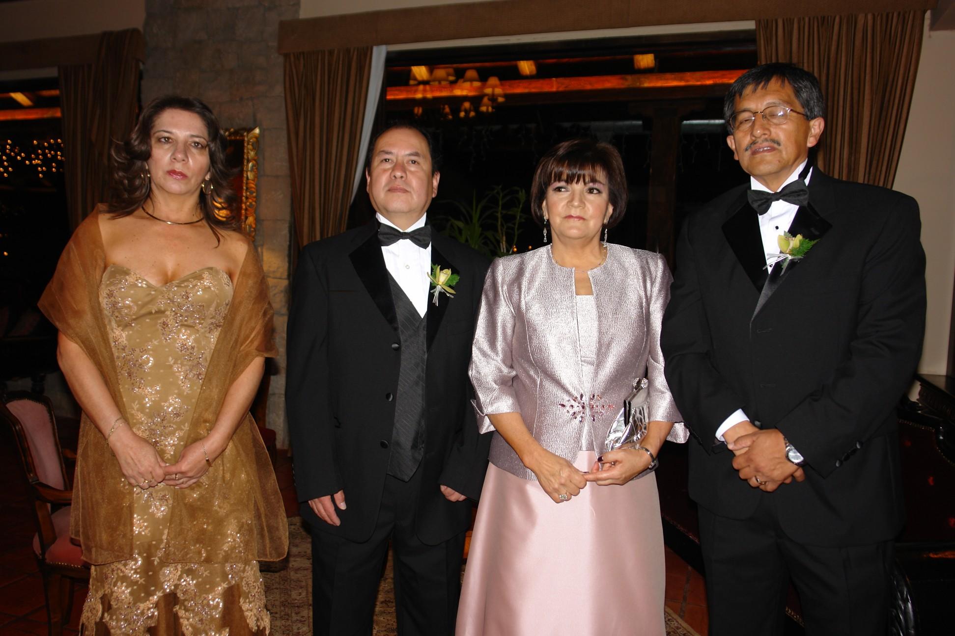 Cecilia Iñiguez, Ivan Robalino, Lenny Bustamante.  .-