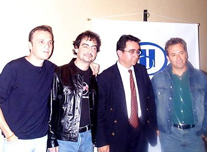 Concierto Hombres G en Cuenca .- Javi de Molina baterista del grupo posó para las cámaras de Cuencanos.com junto a Enrique Rodas