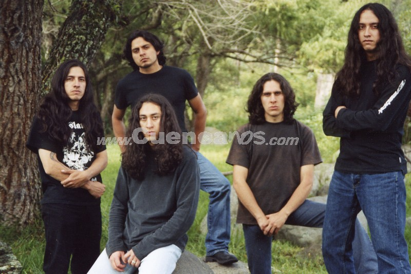 2002-2004 .- JUAN PABLO HURTADO - VOZ XAVIER CALLE - BAJO  PAUL MOSCOSO - GUITARRA  LEANDRO JARA - GUITARRA  GUILLERMO RODRIGUEZ - BATERIA