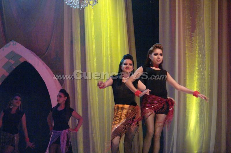 Reina del Azuay 2008 .- La gala trasmitida por Unsión Tv, dio inicio con el baile de tango de un ruso cuya compañera de baile es la coreógrafa de Juan Sebastián López.