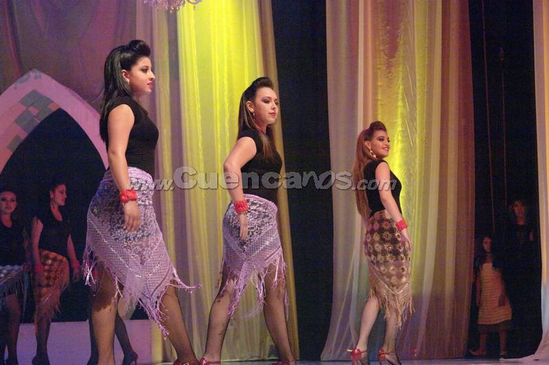 Reina del Azuay 2008 .- La gala trasmitida por Unsión Tv, dio inicio con el baile de tango de un ruso cuya compañera de baile es la coreógrafa de Juan Sebastián López, y luego la coreograría de las 11 candidatas.