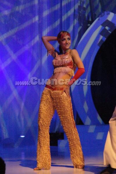 Bailarines .- La gala trasmitida por Unsión Tv, dio inicio con el baile de tango de un ruso cuya compañera de baile es la coreógrafa de Juan Sebastián López (Juancho)