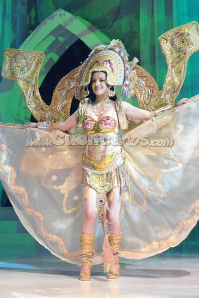Marcia Astudillo .- Marcia Astudillo, representante del cantón Sigsig, en su presentación de traje típico