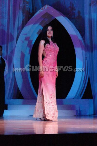 Marcia Astudillo .- Marcia Astudillo, candidata representante al cantón Sigig, desfila luciendo el traje de gala.