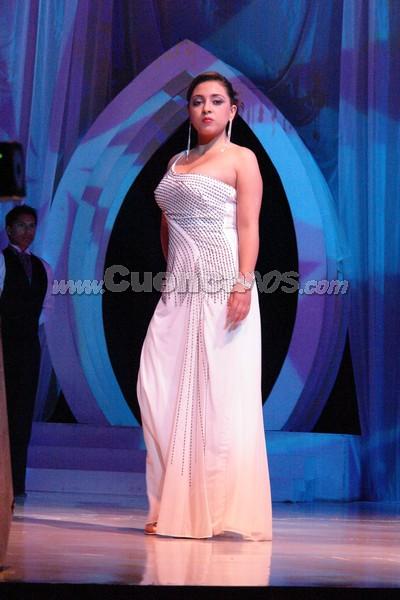 Isabel Álvarez .- Isabel Álvarez, candidata representante al cantón Girón, desfila luciendo el traje de gala