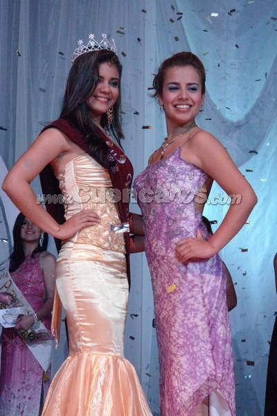 Reina del Azuay 2008 .- Y finalmete la hora llego. Belén Arichávala fue la ganadora. Aqui con Anggie Barzallo minutos antes a la entrega de la corona.