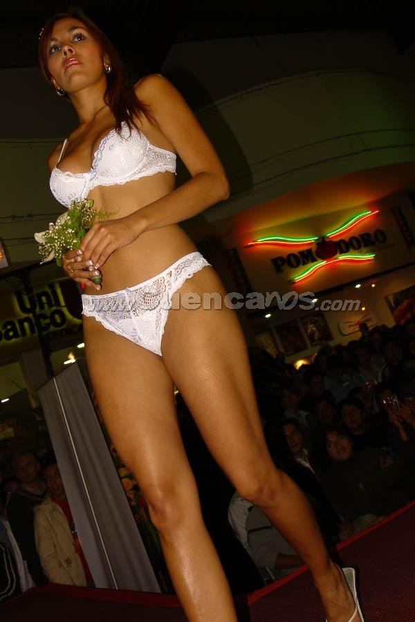 Desfile de lencería colombiana Leonisa 2008 .- El desfile de modas de ropa interior y ropa de baño de la marca colombiana Leonisa, se realizó el día Jueves 16 de Octubre en los Patios de Comida del Centro Comercial Mall del Río.