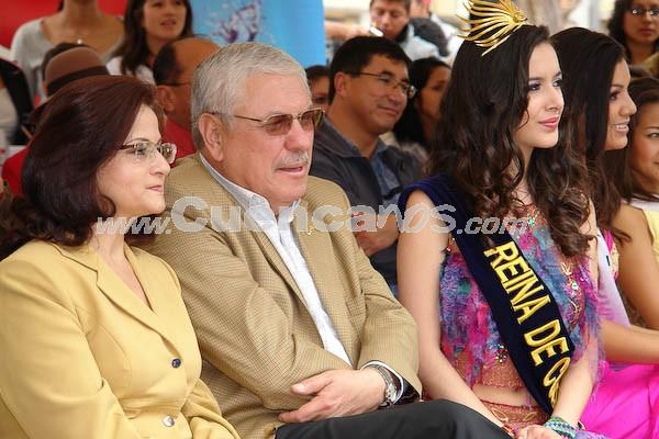Presentación de las candidatas en el Parque María Auxiliadora .- Estéfani Chalco, Reina de Cuenca 2007, junto al alcalde de la ciudad Marcelo Cabrera