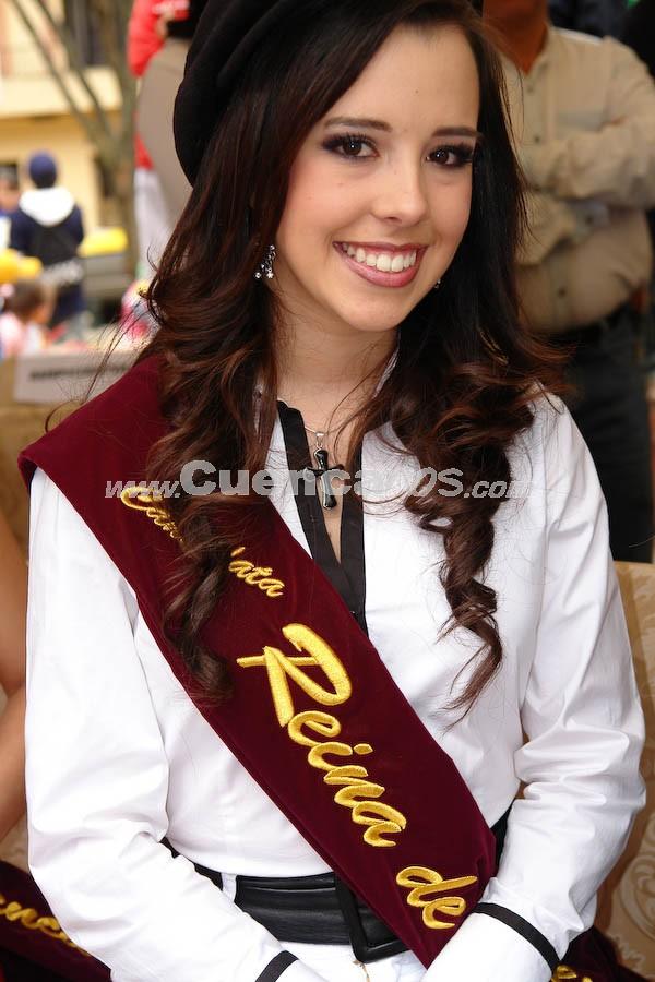 Ma. Dolores Vizcaino .- Ma. Dolores Vizcaino, en la Presentación a las Candidatas a Reina de Cuenca 2008 en el Parque de María Auxiliadora, luego del desfile de autos clásicos