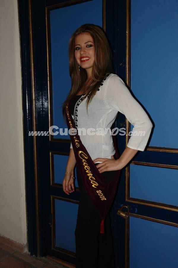 Fernanda Segovia .- En el Parque de Santo Domingo, se realizó la serenata en honor a las Candidatas a Reina de Cuenca 2008.