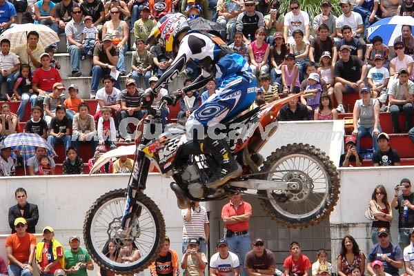 Freestyle Motocross 2008 .- El show Internacional Shineray Freestyle Motocross, se tornó en un mega espectáculo. Pilotos de renombre internacional catalogados dentro del ranking mundial estuvieron presentes en el evento que ser realizó en la plaza de Toros Santa Ana persiguiendo un fin benéfico pues los fondos a recaudar fueron para la Fundación Alberto Jarrín.