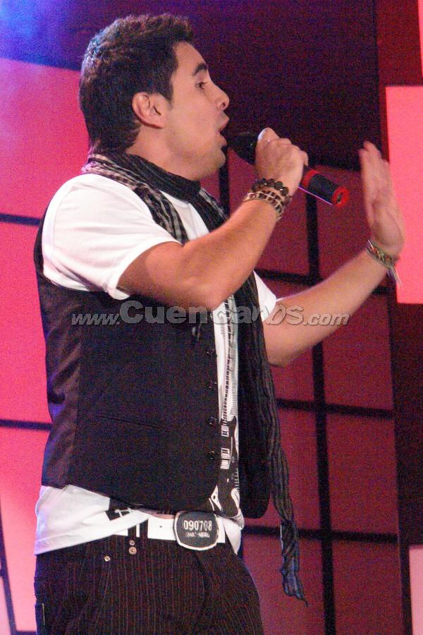 David Cañizares .- David Cañizares, el artista cuencano, estuvo presente en la elección de la Reina de Cuenca 2008. El deleito al público presente con sus éxitos