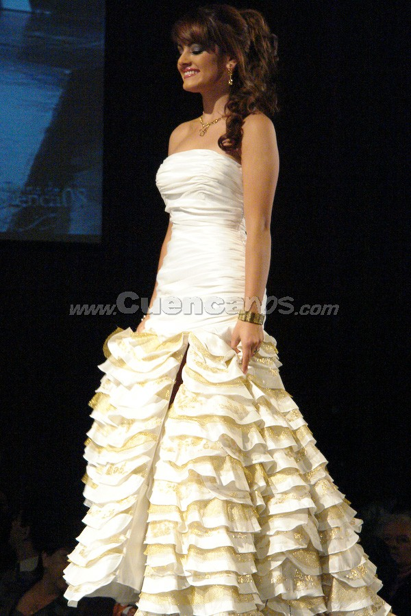 María Paz Ordóñez Carvallo .- Entre el primer grupo de candidatas, estuvo María Paz Ordóñez Carvallo  desfilando en traje de gala.