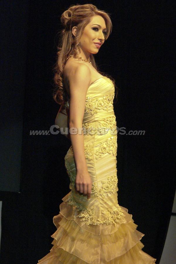 María Daniela Cabrera Palacios .- Entre el primer grupo de candidatas, estuvo María Daniela Cabrera Palacios desfilando en traje de gala.