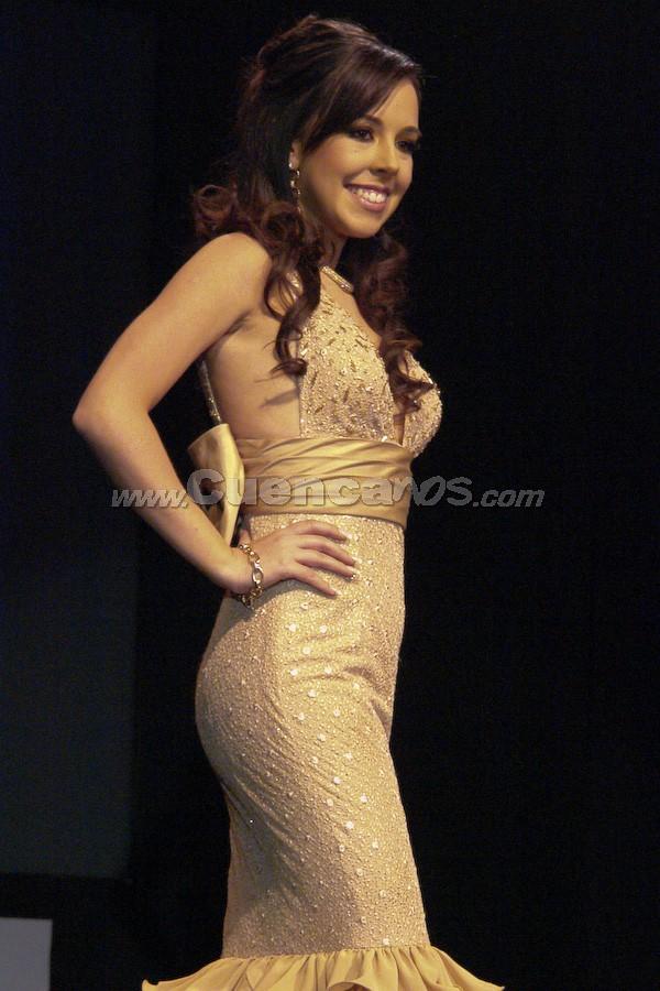 María Dolores Vizcaíno .- Entre el primer grupo de candidatas, estuvo María Dolores Vizcaíno desfilando en traje de gala.