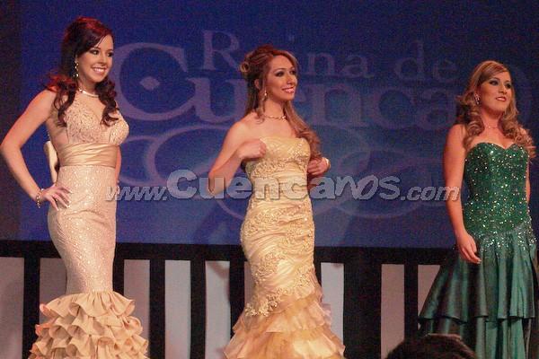 Candidatas a Reina de Cuenca 2008 .- María Dolores Vizcaíno, Daniela Cabrera y Sofía Guillén, esperan para la ronda de preguntas que fueron cuestionadas por Wladimir Vargas.