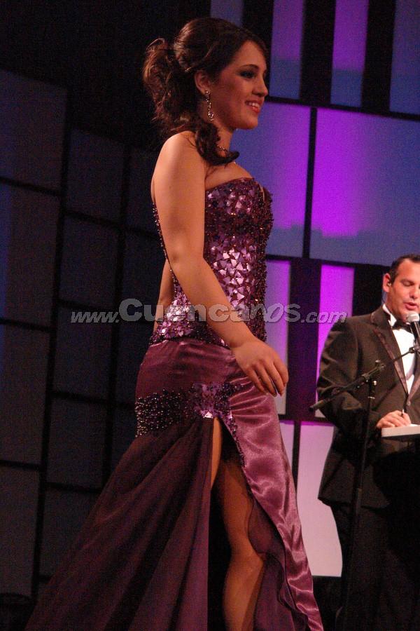 Tatiana Dávila Avila .- Entre el segundo grupo de candidatas, estuvo Tatiana Dávila Avila desfilando en traje de gala.