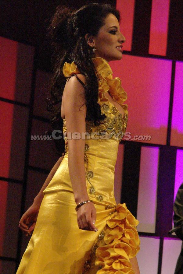 Tatiana Catalina Torres  .- Entre el segundo grupo de candidatas, estuvo Tatiana Catalina Torres desfilando en traje de gala.