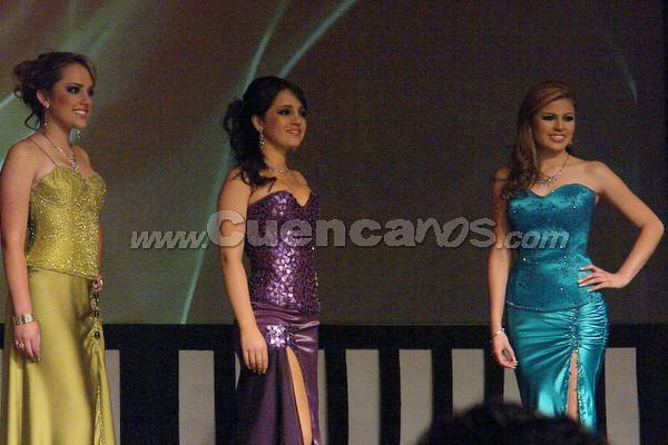 Candidatas a Reina de Cuenca 2008 .- Daniela Arias, Tatiana Dávila y Fernanda Segovia, esperan para la ronda de preguntas que fueron cuestionadas por Wladimir Vargas.