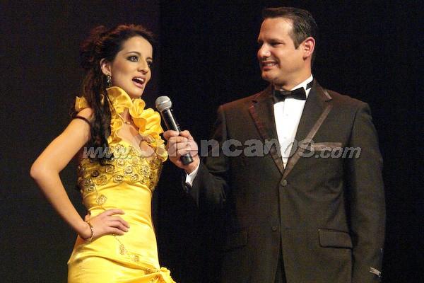 Tatiana Catalina Torres  .- Wladimir Vargas formula la pregunta a Tatiana Torres.
