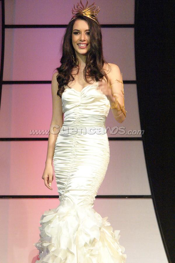 Estéfani Chalco .- Estéfani Chalco, en su último desfile como Reina de Cuenca 2007,