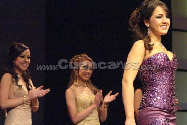 Candidatas a Reina de Cuenca 2008 .- Las candidatas esperan ansiosas el resultado del jurado, y así saber cuál es la ganadora de la corona.