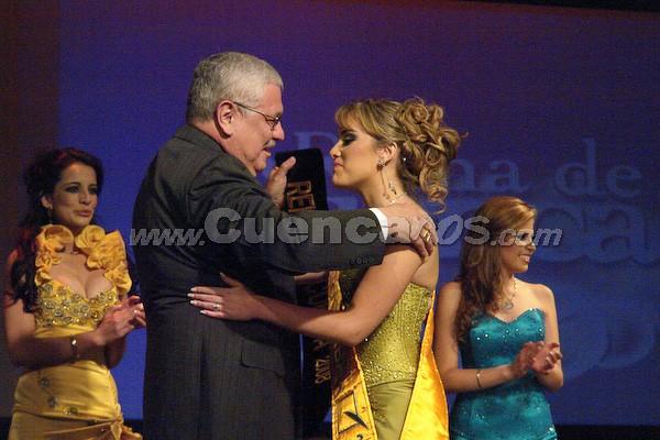 Daniela Arias, Reina de Cuenca 2008 .- La nueva soberana es Daniela Arias, le impone la banda el alcalde de la Ciudad Ing. Marcelo Cabrera.