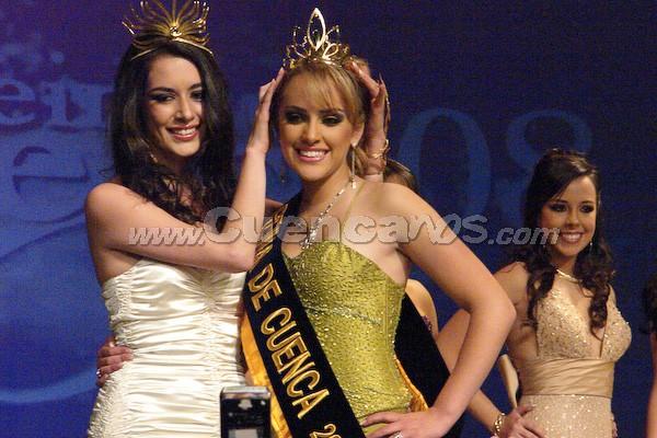 Daniela Arias, Reina de Cuenca 2008 .- La nueva soberana es Daniela Arias, le impone la corona la Reina saliente, Estéfani Chalco