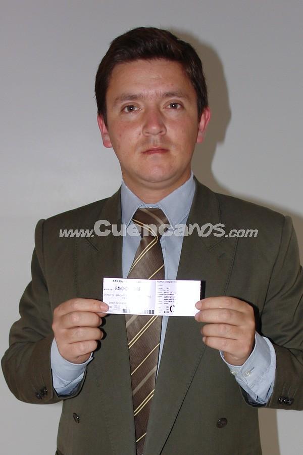 Camilo Torres Mogrovejo  .- Camilo Torres Mogrovejo, participó y gano una entrada para la Farra Concierto de Chichi Peralta para festejar las Fiestas de Cuenca 2008.