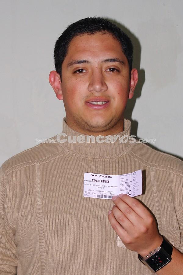 Javier León Vélez  .- Javier León Vélez participó y gano una entrada para la Farra Concierto de Chichi Peralta para festejar las Fiestas de Cuenca 2008.