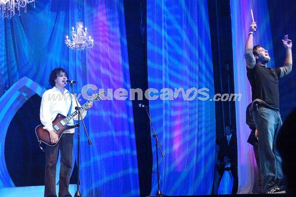 Tercer Mundo en el evento Reina del Azuay 2008 .- Las candidatas y el público presente disfrutaron de el grupo Tercer Mundo que anímo con sus exitos a los asistentes.