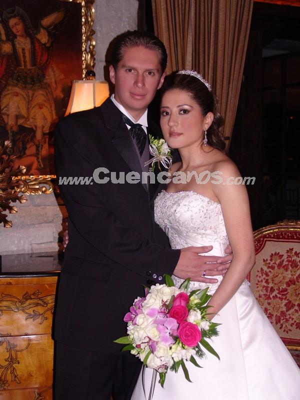 Los Novios, Gustavo Maldonado Ramirez y Gabriela Duma Narvaez .- Ofrecieron una recepción por su boda a los invitados, en Jardines de San Joaquín.